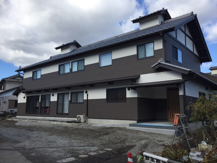 古民家再生:頑丈な屋根と外壁